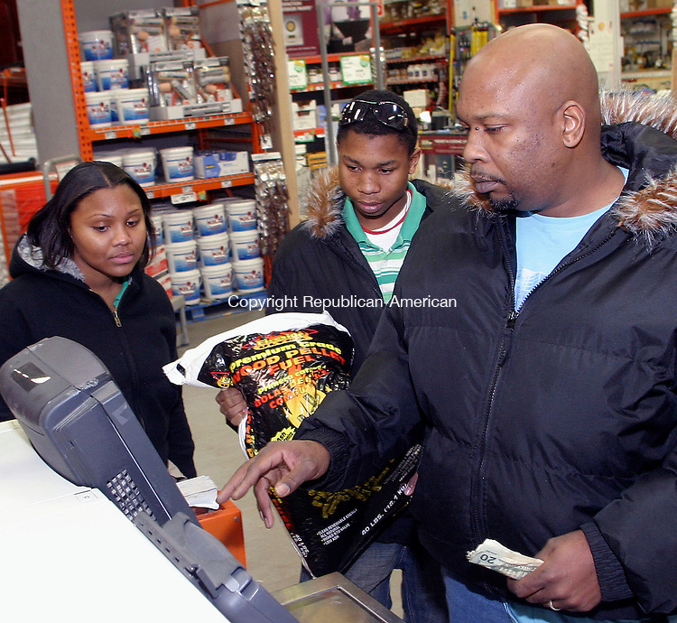 WATERBURY, CT. 14 JANUARY 15_NEW_011409DA03.jpg-Preparing for what weather experts say will be the coldest days in years, Patrick Dickson, right, purchases wood pellets with his son, Jonathan Raiford, center and friend, Nicolette Nelson, right, at Home Depot Wednesday.<br />  Darlene Douty