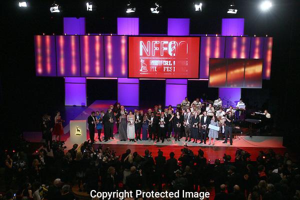 UTRECHT - 20091002 - FOTO: RAMON MANGOLD - .29STE NEDERLANDS FILMFESTIVAL, NFF 2009 - .UITREIKING VAN DE GOUDEN KLAVEREN TIJDENS HET GALA VAN DE NEDERLANDSE FILM. NA AFLOOP VAN DE CEREMONIE KON DE PERS DE WINNAARS OP HET PODIUM FOTOGRAFEREN EN FILMEN.