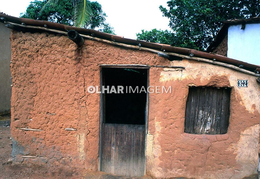 Casa de pau-a-pique no sertão do Ceará. 1994. Foto de Juca Martins.