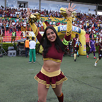 IBAGUÉ- COLOMBIA,13-05-2019:Porristas del Deportes Tolima.Acción de juego entre los equipos Deportes Tolima y el   Deportivo Cali   durante el primer  partido de los cuadrangulares finales de la Liga Águila I 2019 jugado en el estadio Manuel Murillo Toro de la ciudad de Ibagué. /Cheerleaders of Deportes Tolima. Action  game between Deportes Tolima and Deportivo Cali  during the firts match for the quarter finals B of the Liga Aguila I 2019 played at the Manuel Murillo Toro stadium in Ibague city. Photo: VizzorImage / Felipe Caicedo / Staff