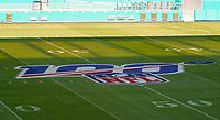 Logo der 100. NFL Saison auf dem Feld im Innenraum des Hard Rock Stadium bei den Vorbereitungen auf den Super Bowl LIV am 2. Februar zwischen den Kansas City Chiefs und San Francisco 49ers - 22.01.2020: SB LIV im Hard Rock Stadium Miami
