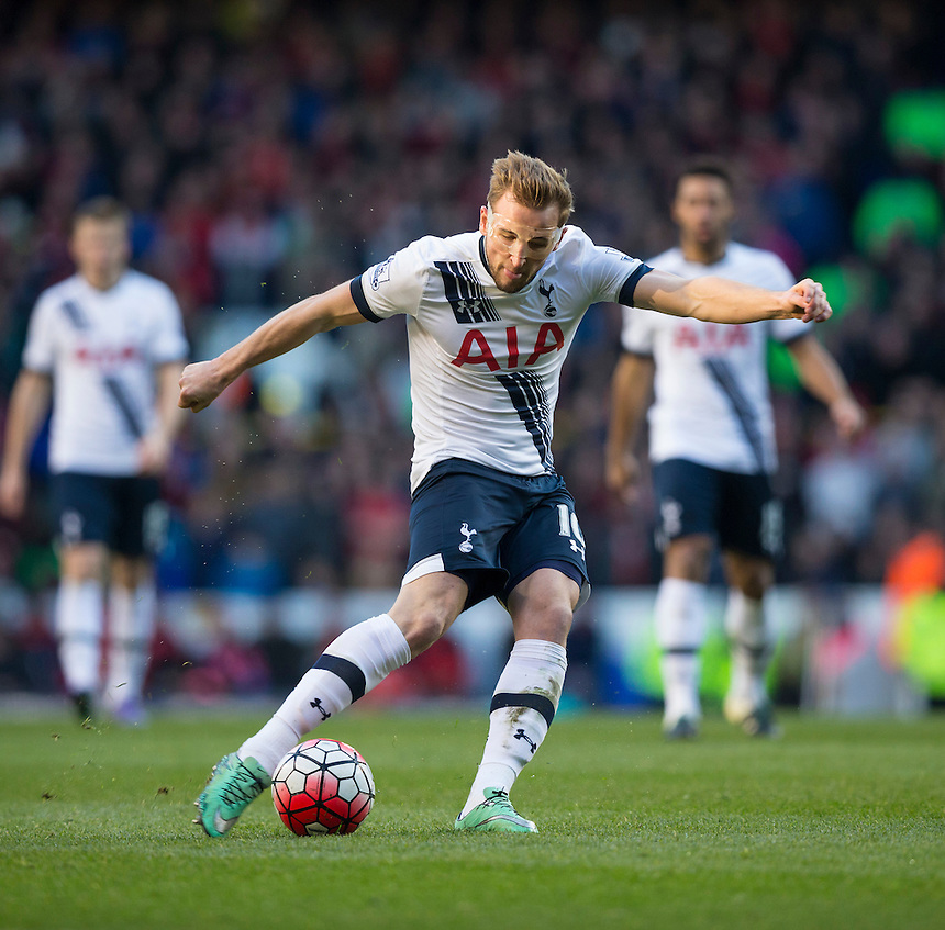 Tottenham Hotspur's Harry Kane shoots from long range which leads directly to his side's third goal<br /> <br /> Photographer Craig Mercer/CameraSport<br /> <br /> Football - Barclays Premiership - Tottenham Hotspur v Bournemouth - Sunday 20th March 2016 - White Hart Lane - London<br /> <br /> &copy; CameraSport - 43 Linden Ave. Countesthorpe. Leicester. England. LE8 5PG - Tel: +44 (0) 116 277 4147 - admin@camerasport.com - www.camerasport.com