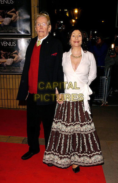 "PETER O'TOOLE & daughter KATE.The ""Venus"" UK premiere, Chelsea Cinema,.London, England, 22nd January 2007..full length father dad family child white wrap around shirt long skirt.CAP/CAN.©Can Nguyen/Capital Pictures"