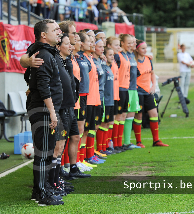 20170613 - LEUVEN ,  BELGIUM : Belgian technical staff pictured during the female soccer game between the Belgian Red Flames and Japan , a friendly game before the European Championship in The Netherlands 2017  , Tuesday 13 th Juin 2017 at Stadion Den Dreef  in Leuven , Belgium. PHOTO SPORTPIX.BE   DIRK VUYLSTEKE