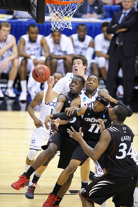 Players from both teams eyes the loose ball. UConn defeats Cincinnati 69-58 during the 3rd round of the NCAA Tournament at the Verizon Center in Washington, D.C on Saturday, March 19, 2011. Alan P. Santos/DC Sports Box