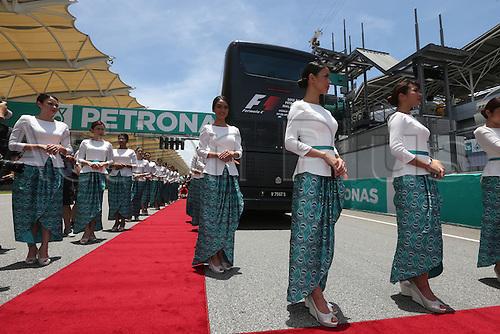 29.03.2015. Sepang, Kuala Lumpur, Malaysia. Formula One grand prix of Malayasia race day.  Grid girls in traditional Malaysian clothing