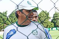 SAO PAULO, 15 DE MARÇO, 2013  - TREINO S.E. PALMEIRAS -  O tecnicoo Gilson Kleina  do Palmeiras durante treino na Academia de Futebol na tarde desta sexta-feira(15). A equipe se prepara para o jogo deste domingo contra o São Caetano, no Estádio Anacleto Campanella, pela 12ª rodada do Campeonato Brasileiro -  FOTO: LOLA OLIVEIRA - BRAZIL PHOTO PRESS