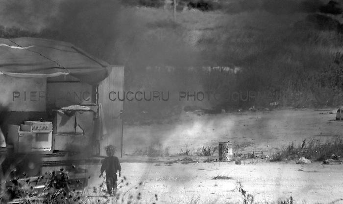Nomads forced to move from a refugee camp to another, Sassari, Italy.<br /> Una comunit&agrave; di nomadi costretti a spostarsi da un campo nomadi ad un altro, Sassari, Italia