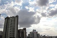 BELO HORIZONTE,MG, 03.11.2015 – CLIMA-MG – Tempo nublado na avenida Contorno com trincheira da Avenida Raja Gabaglia, no bairro Gutierrez, em Belo Horizonte, nesta terça-feira, 03 (Foto: Doug Patricio/Brazil Photo Press)