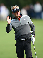 Soren Kjeldsen of Denmark waves to the crowd during Round 4 of the 2015 British Masters at the Marquess Course, Woburn, in Bedfordshire, England on 11/10/15.<br /> Picture: Richard Martin-Roberts | Golffile