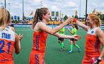 Den Bosch  -  Debutant in het grote Oranje, Felice Albers (Ned)   na  de Pro League hockeywedstrijd dames, Nederland-Belgie (2-0).  met Margot Van Geffen (Ned)   COPYRIGHT KOEN SUYK