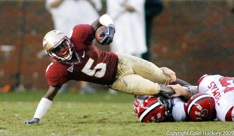 TALLAHASSEE, FL 9/12/09-FSU-JSUFB09 CH22-Florida State's Greg Reid is pulled down by Jacksonville State's Brandon Rogers and Brandt Thomas during first half action Saturday at Doak Campbell Stadium in Tallahassee. .COLIN HACKLEY PHOTO