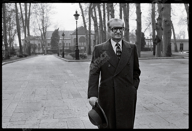 The shah emerges from Niavaran Palace to meet the press. Tehran, January 1, 1979