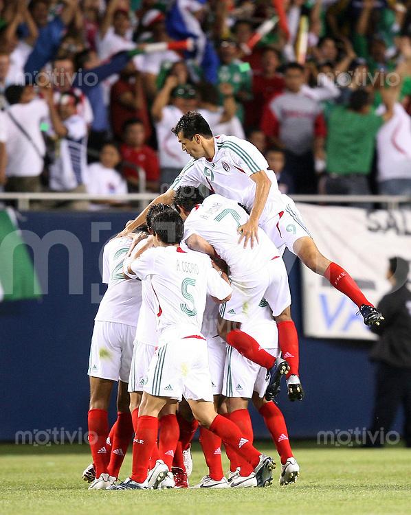 Fussball International Gold Cup Halbfinale  Guadeloupe 0-1 Mexico JUBEL Mexico; nach dem Tor von Pavel Pardo zum 0-1