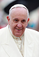Papa Francesco arriva all'udienza generale del mercoledi' in Piazza San Pietro, Citta' del Vaticano, 24 settembre 2014.<br /> Pope Francis arrives for his weekly general audience in St. Peter's Square at the Vatican, 24 September 2014.<br /> UPDATE IMAGES PRESS/Isabella Bonotto<br /> <br /> STRICTLY ONLY FOR EDITORIAL USE