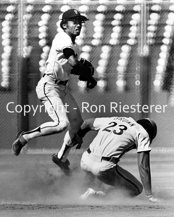 Saan Francisco Giants infielder.<br />Aug 31, 1975 (photo/Ron Riesterer)