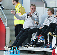 Trainer Horst Hrubesch zufrieden lachend   <br /> /   World Championships Qualifiers women women /  2017/2018 / 07.04.2018 / DFB National Team / GER Germany vs. Czech Republic CZE 180407015 / <br />  *** Local Caption *** © pixathlon<br /> Contact: +49-40-22 63 02 60 , info@pixathlon.de