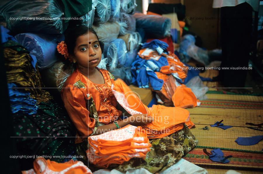 INDIA Tamil Nadu, Tirupur, children work in textile production units / INDIEN Tirupur, Kinder arbeiten in kleinen Textilbetrieben