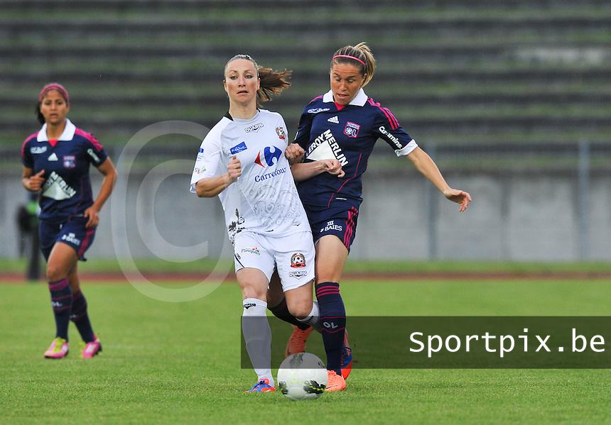 Football Club Feminin Juvisy Essonne - Olympique Lyon :.duel Gaetane Thiney - Camille Abily.foto DAVID CATRY / JOKE VUYLSTEKE / Vrouwenteam.be