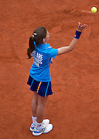 France, Paris, 26.05.2014. Tennis, Roland Garros, Ballgirl throwing a ball at a player<br /> Photo:Tennisimages/Henk Koster