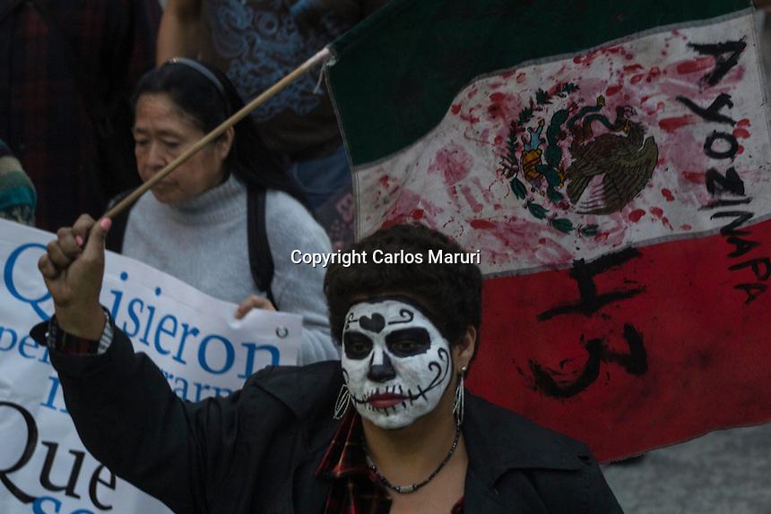 """México DF 26/Octubre/2015.<br /> A Un Año y un Mes de la desaparición forzada de los 43 Jóvenes Estudiantes de la Escuela Normal Rural """"Raúl Isidro Burgos"""" de Ayotzinapa Guerrero. <br /> Padres y Madres de los jóvenes desaparecidos encabezaron una marcha en la Ciudad de México, que partió desde el Ángel de la Independencia y culmino en el Hemiciclo a Juárez, donde realizaron un mitin informativo. <br /> Nuevamente los familiares de los 43 estudiantes, dejaron en claro que su lucha seguirá a lo largo de la República Mexicana, para exigir justicia y castigo por la desaparición de sus hijos."""