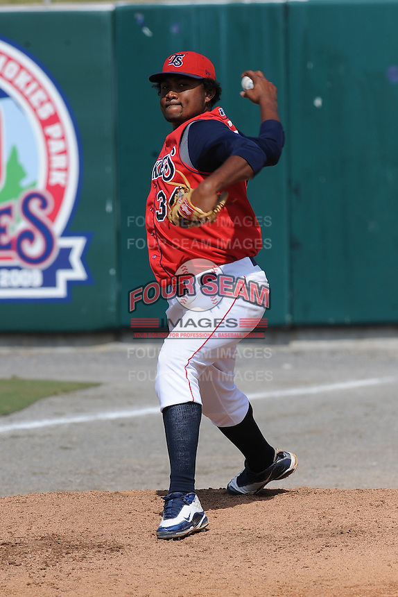 Marcos Mateo Pitcher Tennessee Smokies (Chicago Cubs) delivers a pitch during the Southern League Playoffs at Smokies Park in Sevierville, TN September 13, 2009 (Photo by Tony Farlow/ Four Seam Images)