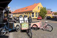Restaurant auf der Store Torvgade in R&oslash;nne, Insel Bornholm, D&auml;nemark, Europa<br /> Restaurant at Store Torv gade, Roenne, Isle of Bornholm, Denmark
