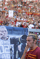 AS Roma defender Federico Balzaretti blows a kiss aimed to a poster portraying photographer Gilberto Carbonari, recently died, prior to the start of the Italian Serie A football match between AS Roma and Lazio, at Rome's Olympic stadium, 22 September 2013.<br /> UPDATE IMAGES PRESS/Isabella Bonotto