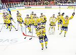 Huddinge 2015-09-20 Ishockey Division 1 Huddinge Hockey - S&ouml;dert&auml;lje SK :  <br /> S&ouml;dert&auml;ljes spelare firar 5-2 segern framf&ouml;r S&ouml;dert&auml;ljes supportrar efter matchen mellan Huddinge Hockey och S&ouml;dert&auml;lje SK <br /> (Foto: Kenta J&ouml;nsson) Nyckelord:  Ishockey Hockey Division 1 Hockeyettan Bj&ouml;rk&auml;ngshallen Huddinge S&ouml;dert&auml;lje SK SSK jubel gl&auml;dje lycka glad happy