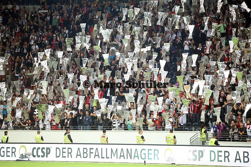Fans von Eintracht Frankfurt feiern den Einzug in die Gruppenphase - Eintracht Frankfurt vs. Karabach Adam, UEFA Europa League 1. Runde, Rückspiel