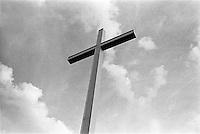 Settimo Milanese (Milano), Parco Agricolo Sud. Una croce in un campo --- Settimo Milanese (Milan), Rural Park South. A cross on a field