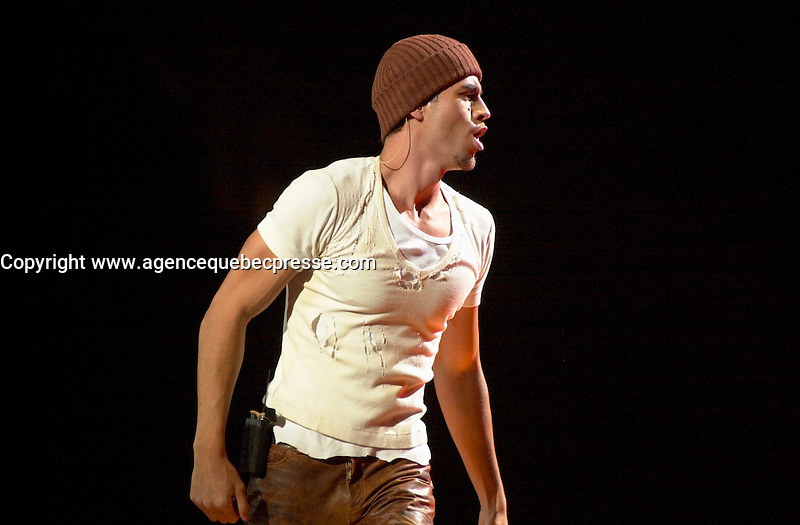Sept 3, 2002, Montreal, Quebec, Canada; <br /> <br /> ENRIQUE IGLESIAS on stage at the Molson Centre, Sept 3, 2002 during  the<br />  &quot;DON'T TURN OFF THE LIGHTS TOUR&quot; <br /> <br /> <br /> Photo by Pierre Roussel / Images Distribution<br /> <br /> NOTE :  D-1  original JPEG, saved as Adobe 1998 RGB