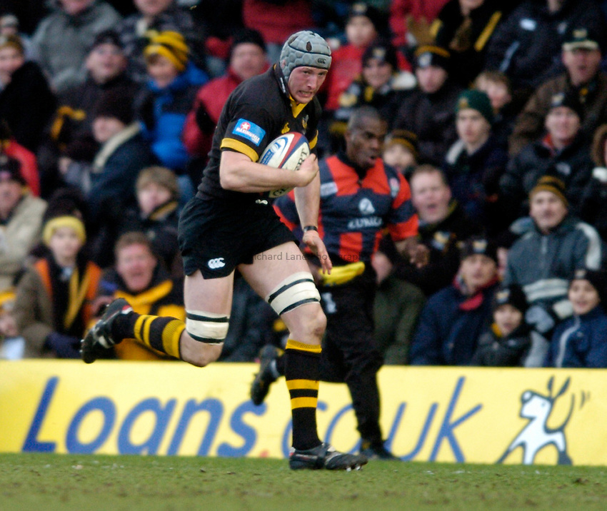 Photo. Richard Lane..London Wasps v Northampton Saints. Zurich Premiership. 20/02/2005..George Skivington attacks.
