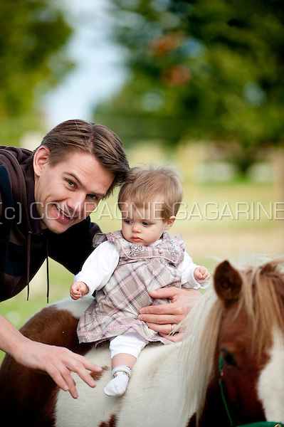 a young dad with his baby child (Belgium, 19/09/2010)