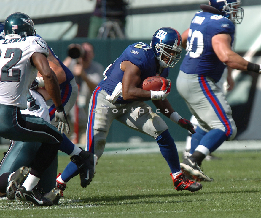 TIKI BARBER, of the New York Giants  in action against the Philadelphia Eagles, on September 17, 2006 in Philadelphia...Giant win 30-24..Tomasso DeRosa / SportPics