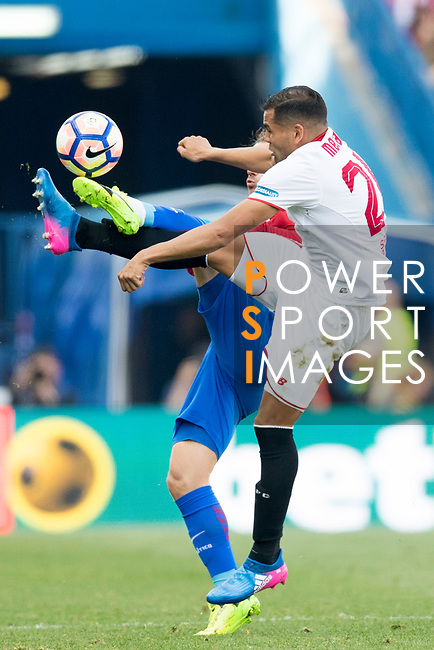 Gabriel Mercado (r) of Sevilla FC battles for the ball with Antoine Griezmann of Atletico de Madrid during their La Liga match between Atletico de Madrid and Sevilla FC at the Estadio Vicente Calderon on 19 March 2017 in Madrid, Spain. Photo by Diego Gonzalez Souto / Power Sport Images