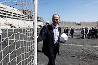ATENCAO EDITOR IMAGEM EMBARGADA PARA VEICULOS INTERNACIONAIS - SAO PAULO, SP, 28 NOVEMBRO 2012 - COPA 2014 - VISTORIA ITAQUERAO - O ministro dos Esportes durante vistoria da Fifa ao Itaquerao, estadio que sediada o jogo de abertura da Copa do Mundo de 2014, neste quarta-feira, 28. (FOTO: WILLIAM VOLCOV / BRAZIL PHOTO PRESS).