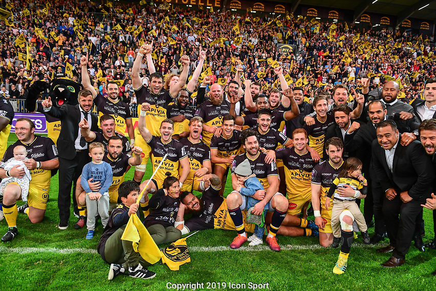 Team of La Rochelle celebrates the victory during the Challenge Cup semi final match between Stade Rochelais and Sale Sharks on April 20, 2019 in La Rochelle, France. (Photo by Anthony Dibon/Icon Sport)