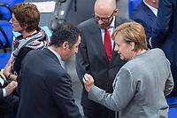 Konstituierende Sitzung des 19. Deutschen Bundestag am Dienstag den 24. Oktober 2017.<br /> Im Bild vlnr. Cem Oezdemir (Parteivorsitzender Buendnis 90/Die Gruenen), Peter Michael Tauber (CDU-Generalsekretaer) und Bundeskanzlerin Angela Merkel.<br /> 24.10.2017, Berlin<br /> Copyright: Christian-Ditsch.de<br /> [Inhaltsveraendernde Manipulation des Fotos nur nach ausdruecklicher Genehmigung des Fotografen. Vereinbarungen ueber Abtretung von Persoenlichkeitsrechten/Model Release der abgebildeten Person/Personen liegen nicht vor. NO MODEL RELEASE! Nur fuer Redaktionelle Zwecke. Don't publish without copyright Christian-Ditsch.de, Veroeffentlichung nur mit Fotografennennung, sowie gegen Honorar, MwSt. und Beleg. Konto: I N G - D i B a, IBAN DE58500105175400192269, BIC INGDDEFFXXX, Kontakt: post@christian-ditsch.de<br /> Bei der Bearbeitung der Dateiinformationen darf die Urheberkennzeichnung in den EXIF- und  IPTC-Daten nicht entfernt werden, diese sind in digitalen Medien nach §95c UrhG rechtlich geschuetzt. Der Urhebervermerk wird gemaess §13 UrhG verlangt.]