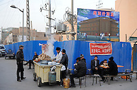 CHINA province Xinjiang, city Kashgar where uyghur people are living, demolishion of old uighur town for new chinese buildings / CHINA Provinz Xinjiang, Stadt Kashgar, hier lebt das Turkvolk der Uiguren das sich zum Islam bekennt, Abriss der uigurischen Altstadt und chinesische Neubauten