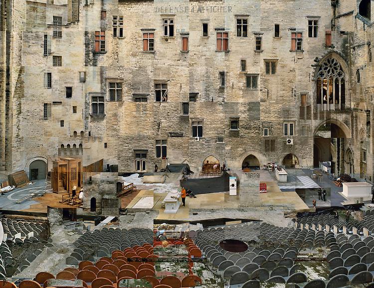 St&eacute;phane Couturier<br /> S&eacute;rie Melting Point, Avignon<br /> Palais des Papes, Cour d'honneur, Papperlapapp de Christoph Marthaler<br /> Photo n&deg; 1, 2010-2011<br /> Avec l&rsquo;aimable autorisation de l&rsquo;artiste et du Centre national des arts plastiques.<br /> -----<br /> St&eacute;phane Couturier<br /> Melting Point series, Avignon<br /> Palais des Papes, Cour d'Honneur, Papperlapapp by Christoph Marthaler<br /> Photo no. 1, 2010-2011<br /> Fnac 2011-123<br /> Courtesy of the artist and the Centre national des arts plastiques.