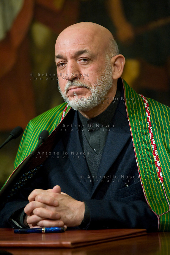 Il Presidente dell'Afghanistan Hamid Karzai durante l'incontro con Mario Monti a Palazzo Chigi per firmare un accordo bilaterale di cooperazione con l'Italia..Afghan President Hamid Karzai attends a meeting with Italian Prime Minister to sign a bilateral agreement on cooperation and partnership, at Palazzo Chigi in Rome. Italy is the first western country to have signed a cooperation agreement with Afghanistan.