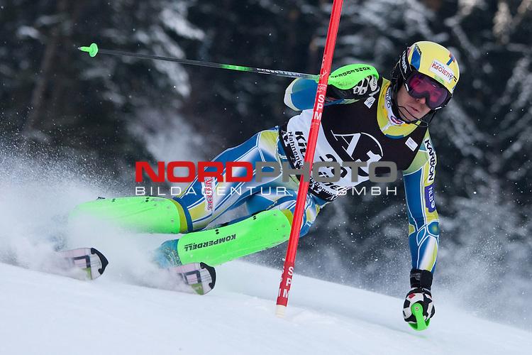 KITZBUHEL AUSTRIA. 23-01-2011. Mitja Valencic (SLO) attacks a control gate while competing in the slalom race part of  Audi FIS World Cup races in Kitzbuhel Austria.                                                                                                        Foto nph /  Mitchell Gunn
