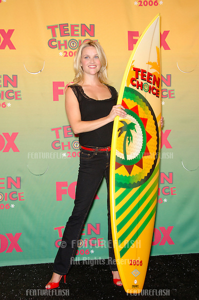 Actress REESE WITHERSPOON at the 2006 Teen Choice Awards at Universal City, Hollywood.20AUG2006  Los Angeles, CA.© 2006 Paul Smith / Featureflash