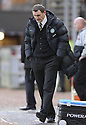 22/11/2009  Copyright  Pic : James Stewart.sct_jspa20_dundee_utd_v_celtic  . :: A DEJECTED TONY MOWBRAY WATCHES HIS SIDE LOSE THE DUNDEE UTD :: .James Stewart Photography 19 Carronlea Drive, Falkirk. FK2 8DN      Vat Reg No. 607 6932 25.Telephone      : +44 (0)1324 570291 .Mobile              : +44 (0)7721 416997.E-mail  :  jim@jspa.co.uk.If you require further information then contact Jim Stewart on any of the numbers above.........