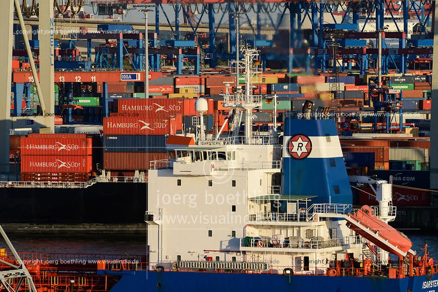 GERMANY Hamburg, container harbour, exhaust pipe of container ship / DEUTSCHLAND, Hamburger Hafen, Schiff mit qualmenden Schornstein vor Containerhafen