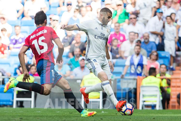 Real Madrid's Karim Benzema and Club Atletico Osasuna's Unai Garcia during the match of La Liga between Real Madrid and Club Atletico Osasuna at Santiago Bernabeu Estadium in Madrid. September 10, 2016. (ALTERPHOTOS/Rodrigo Jimenez)