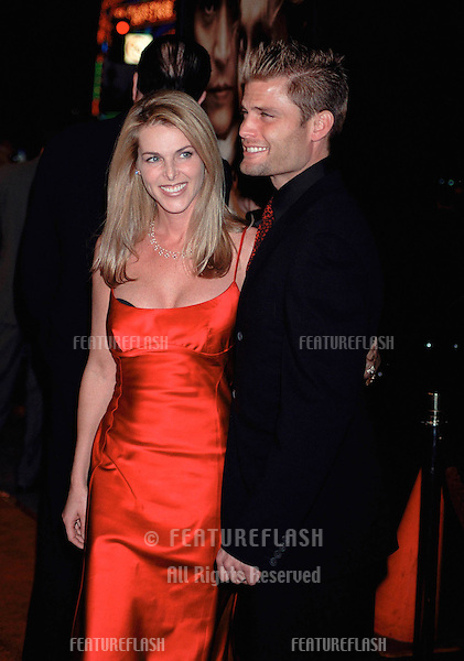 "17NOV99:  Actor CASPER VAN DIEN & actress wife CATHERINE OXENBERG at the world premiere, in Hollywood, of his new movie ""Sleepy Hollow"" in which he stars with Johnny Depp & Christina Ricci..© Paul Smith / Featureflash"
