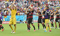 FUSSBALL WM 2014  VORRUNDE    GRUPPE G USA - Deutschland                  26.06.2014 Torwart Manuel Neuer, Miroslav Klose und Torwart Roman Weidenfeller (v.l., alle Deutschland) bedanken sich nach dem Abpfiff bei den Fans