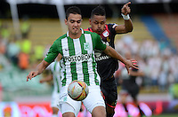 MEDELLÍN -COLOMBIA-22-MAYO-2016. Felipe Aguilar (Izq.) de Atlético Nacional  disputa el balón con Antony Otero (Der.) de Santa Fe   durante partido por la fecha 19 de Liga Águila I 2016 jugado en el estadio Atanasio Girardot ./ Felipe Aguilar (L) of Atletico Nacional  for the ball with Antony Otero (R) of Santa Fe during the match for the date 19 of the Aguila League I 2016 played at Atanasio Girardot  stadium in Medellin . Photo: VizzorImage / León Monsalve  / Contribuidor
